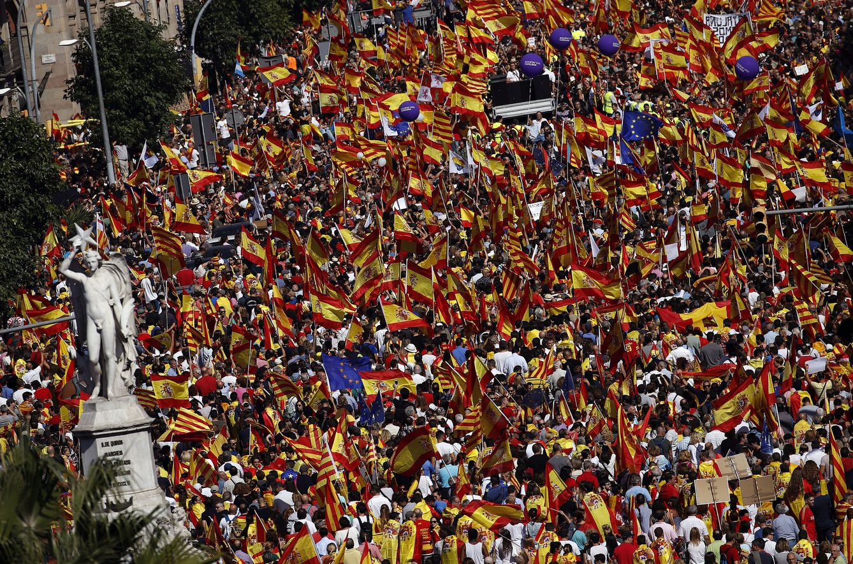 Manifestación convocada por Societat Civil Catalana contra de la independencia el 8-O. (EFE)