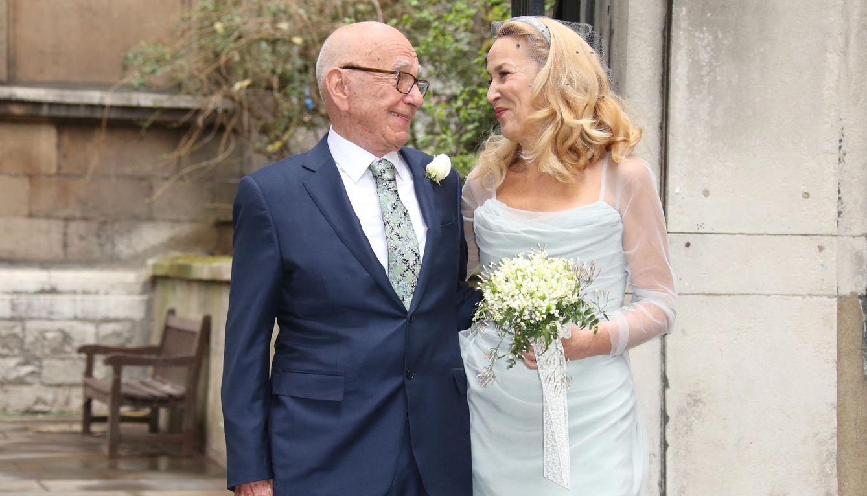 Foto: Rupert Murdoch y Jerry Hall el día de su boda (Gtres)