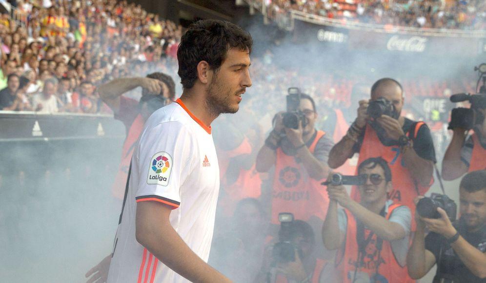 Foto: Dani Parejo quiso abandonar el Valencia, pero el club le cerró la puerta de salida (EFE)