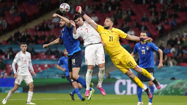 Morata, un dolor de cabeza para la defensa italiana. (Reuters)