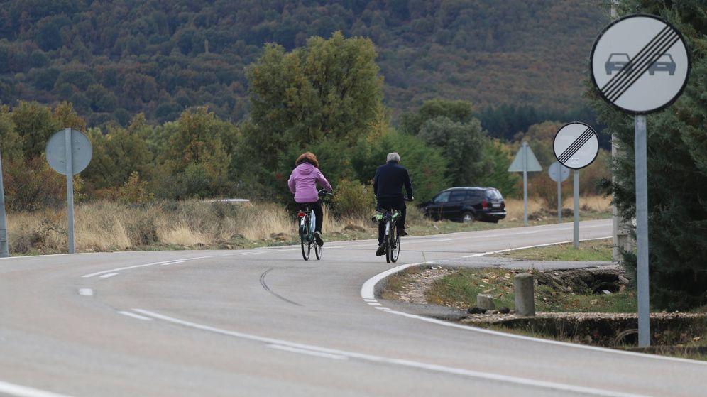 Foto: Con el cuaderno de actividades RACE los niños aprenderán a circular seguros en bicicleta por una carretera.