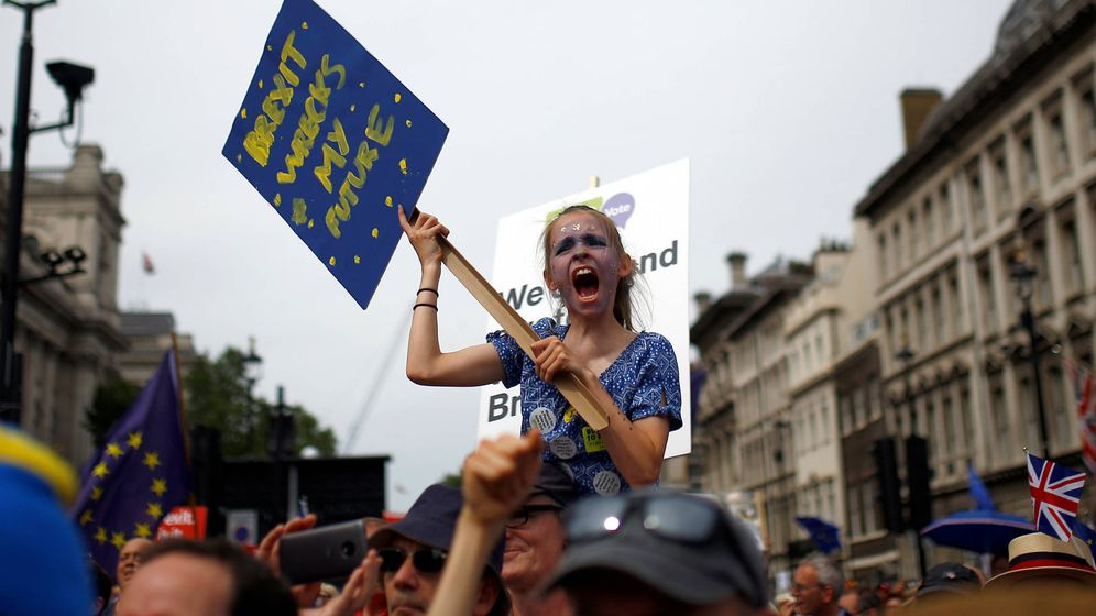 Foto: Defensores de permanecer en la Unión Europea se manifestan el pasado 23 de junio este año. (Reuters)