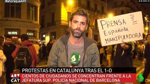 Increpan a los periodistas de La Sexta en los directos desde Barcelona