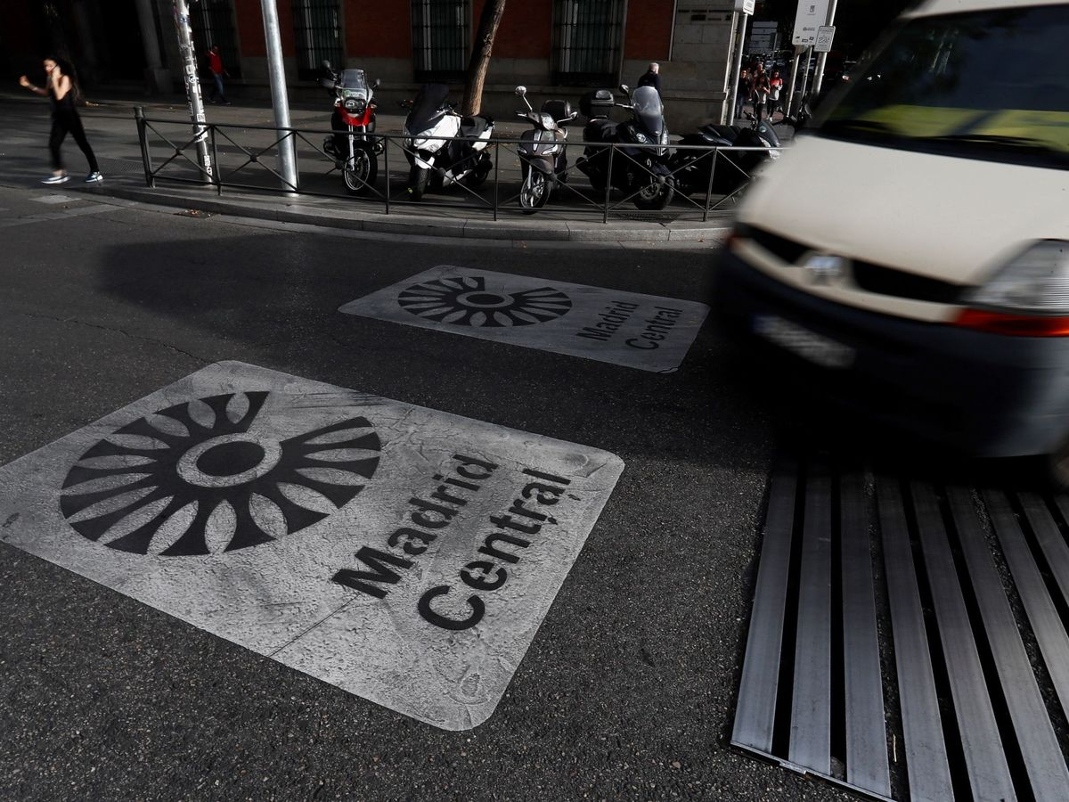 Foto: Vista de la calzada que marca la entrada al perímetro de Madrid Central. (EFE)