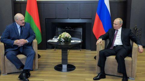 Lukashenko busca refugio en el Kremlin: se reúne con Putin y denuncia el castigo de la UE