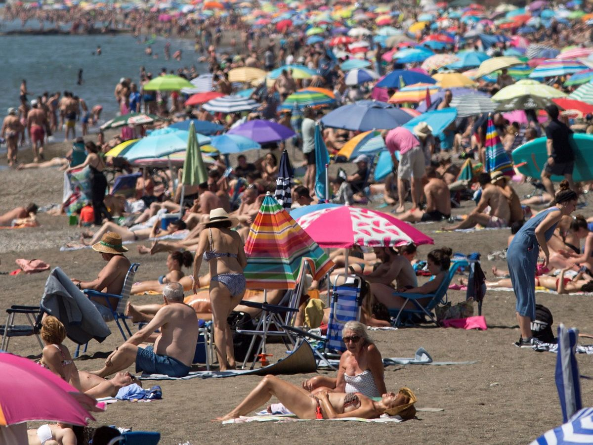 Foto: Playa de La Misericordia en Málaga. (EFE)