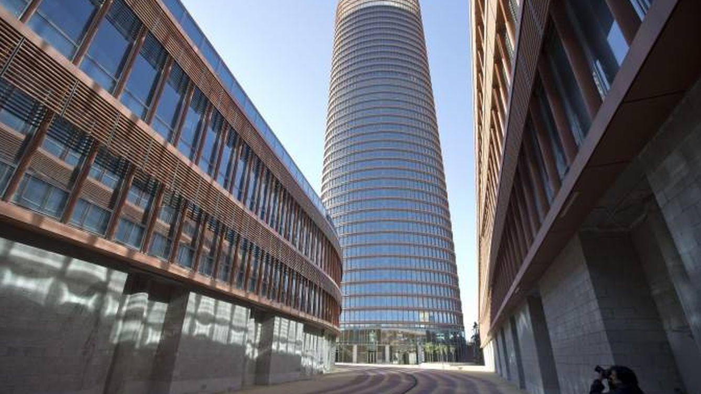 CaixaBank escucha ofertas por Torre Sevilla a partir de 265 millones