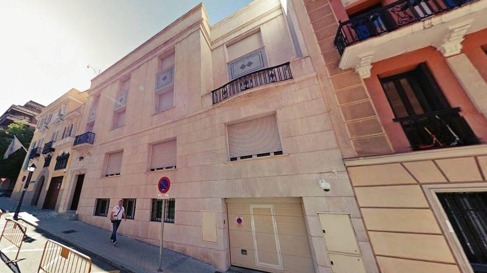 Foto: Fachada del palacete reservado como residencia del presidente del Congreso de turno situado junto a Los Jerónimos. (EC)