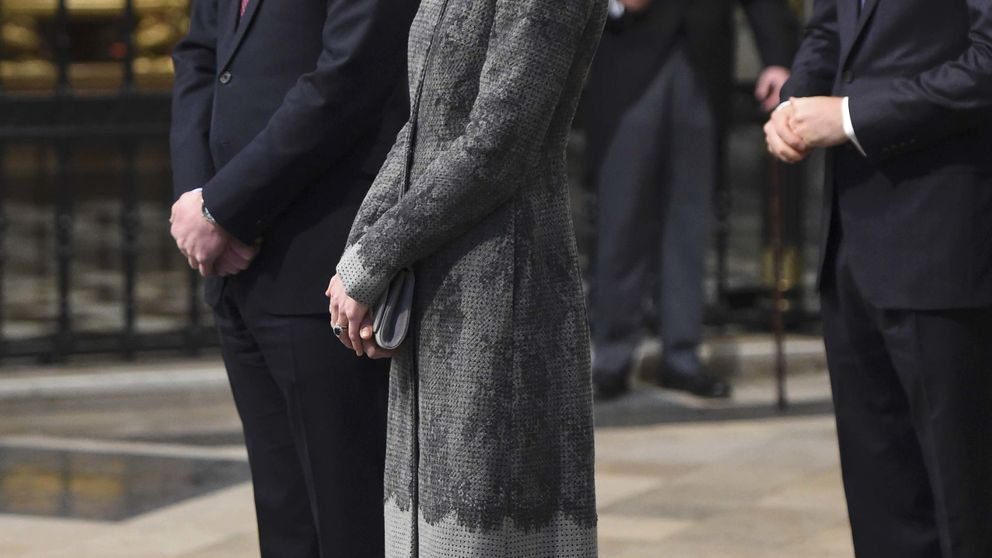 Los duques de Cambridge comparten acto con Isabel II tras sus polémicas vacaciones