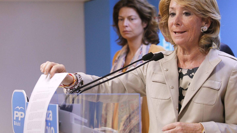 Lucía Figar y Esperanza Aguirre. (EFE)