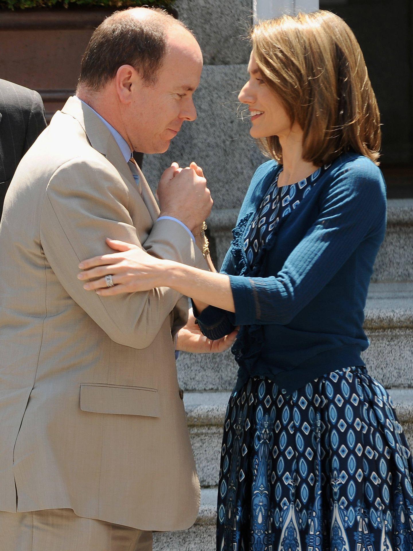 La entonces Princesa de Asturias, con Alberto de Mónaco en 2007. (Getty)