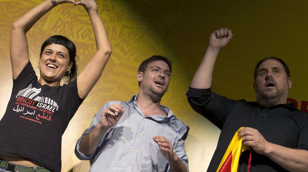 Foto: Los líderes de ERC, Oriol Junqueras (d), y de Si que es Pot , Albano Danti Fachin. (EFE)