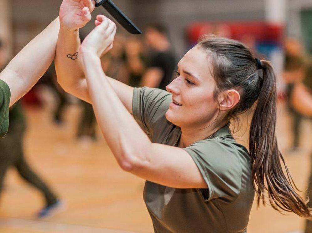 Foto: Una soldado participando en uno de estos cursos (Ministerio de Defensa de Polonia)