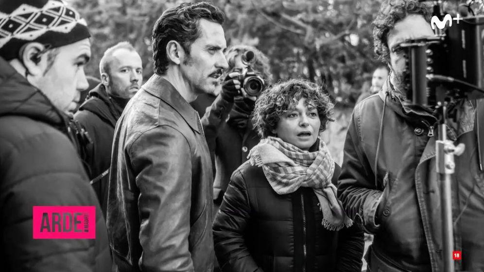 Foto: Paco León y su mujer Anna R. Costa, en el rodaje de 'Arde Madrid'. (Movistar )