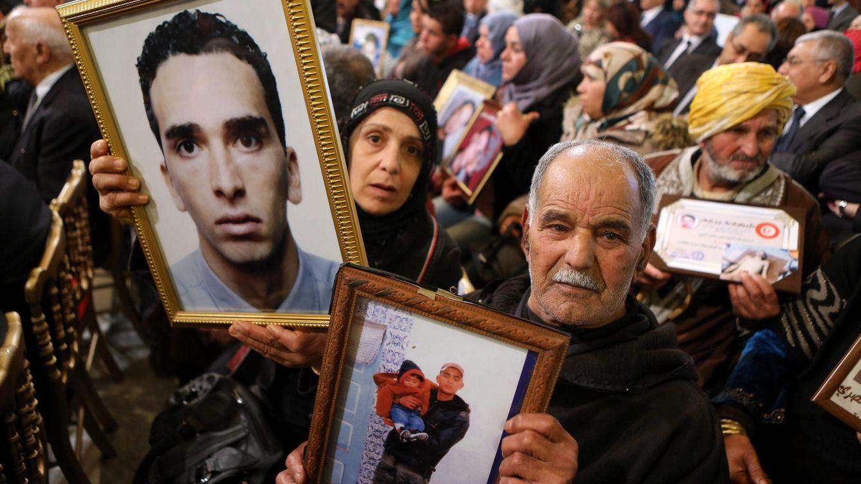 Foto: Familiares de los fallecidos en la revolución contra Ben Alí recordaron sus víctimas un mes antes de que se diera a conocer la información de la lista Falciani.