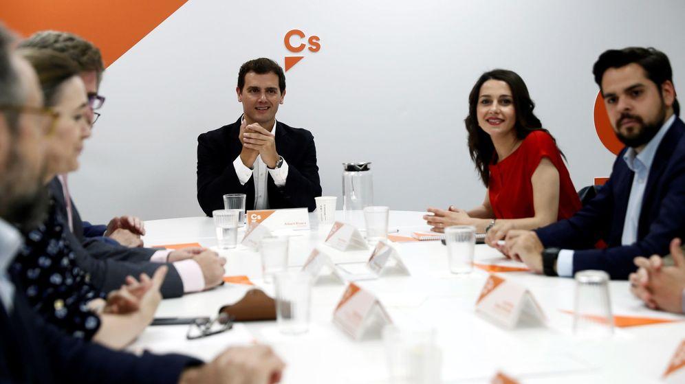 Foto: l líder de Ciudadanos, Albert Rivera, preside la reunión del Comité Permanente del partido celebrada este lunes. (EFE)