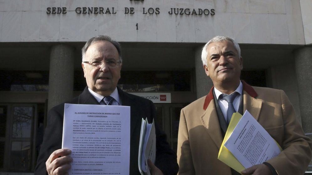 Foto: El secretario general de la organización Manos Limpias, Miguel Bernad (i), y el presidente de Ausbanc, Luis Pineda. (EFE)