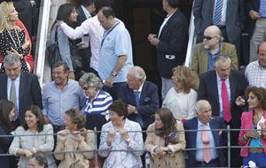Enemigas en los toros: Nati Abascal y Carmen Lomana juntas en Las Ventas