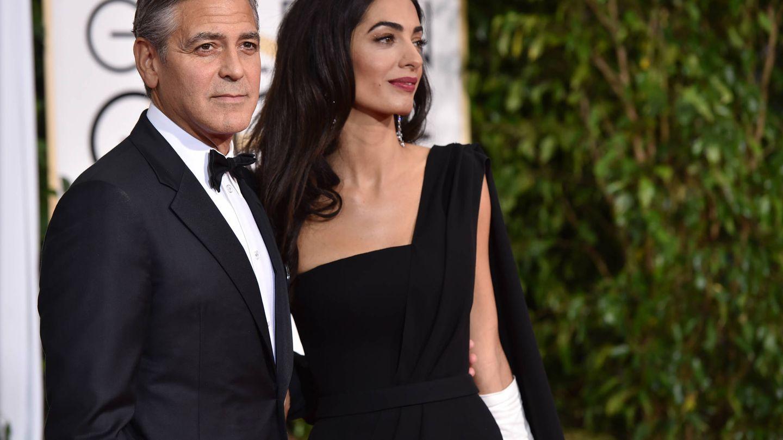 Clooney y Amal durante la entrega de los Globos de Oro 2015. (Gtres)