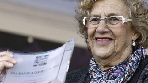 Carmena coloca 'urnas-cenicero' en Madrid para votar con colillas