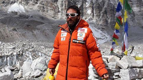 El oxígeno es dopaje. El alpinista que sube a pulmón el Everest y baja las botellas de otros