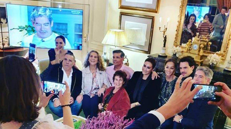 La infanta Elena, con el resto de invitados. (Instagram @loschunguitos)