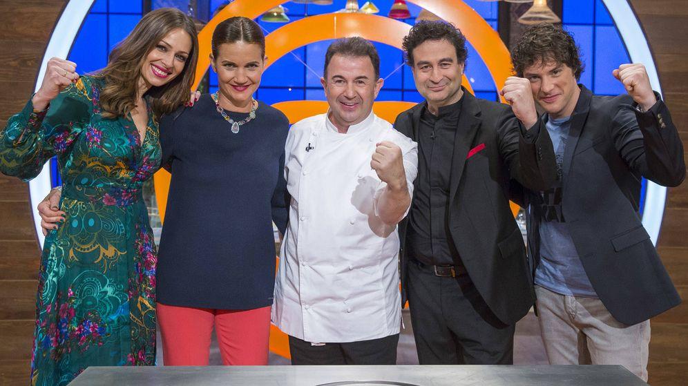 Foto: El jurado de 'MasterChef' junto a Berasategui y Eva González.