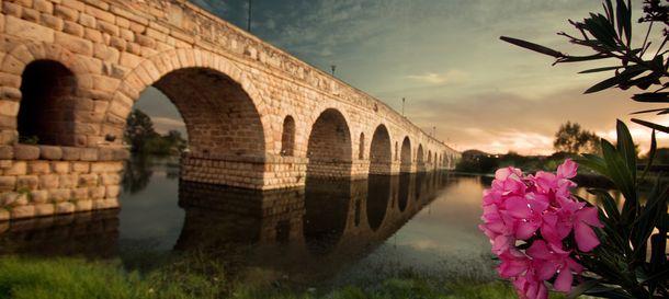 Foto: Puente romano de Mérida (Wikipedia)