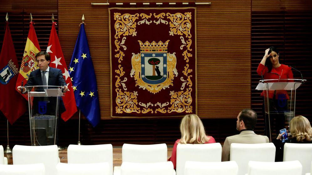 Foto: El alcalde de Madrid, José Luis Martínez-Almeida (i), acompañado por la vicealcaldesa Begoña Villacís. (EFE)