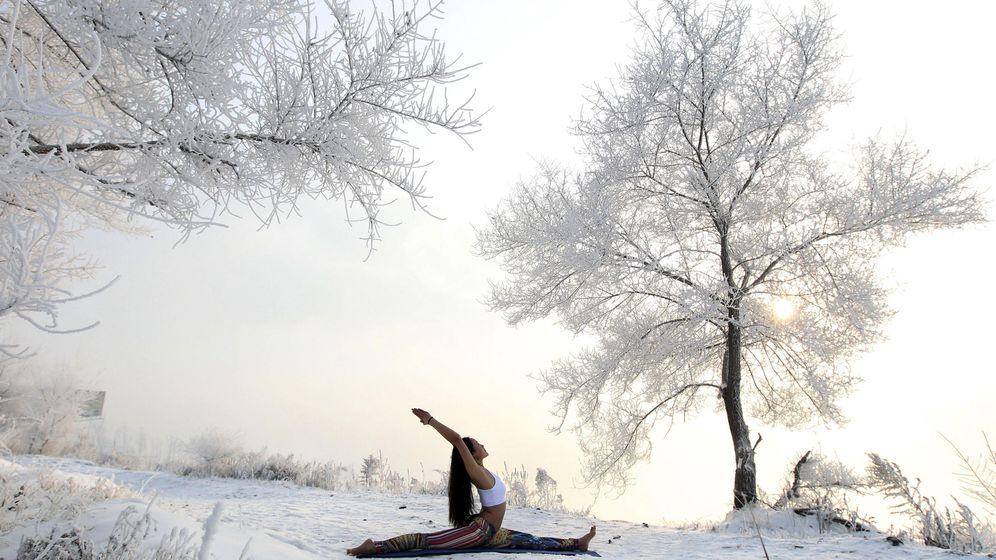 Foto: Foto de recurso de na joven practicando yoga. (Reuters)