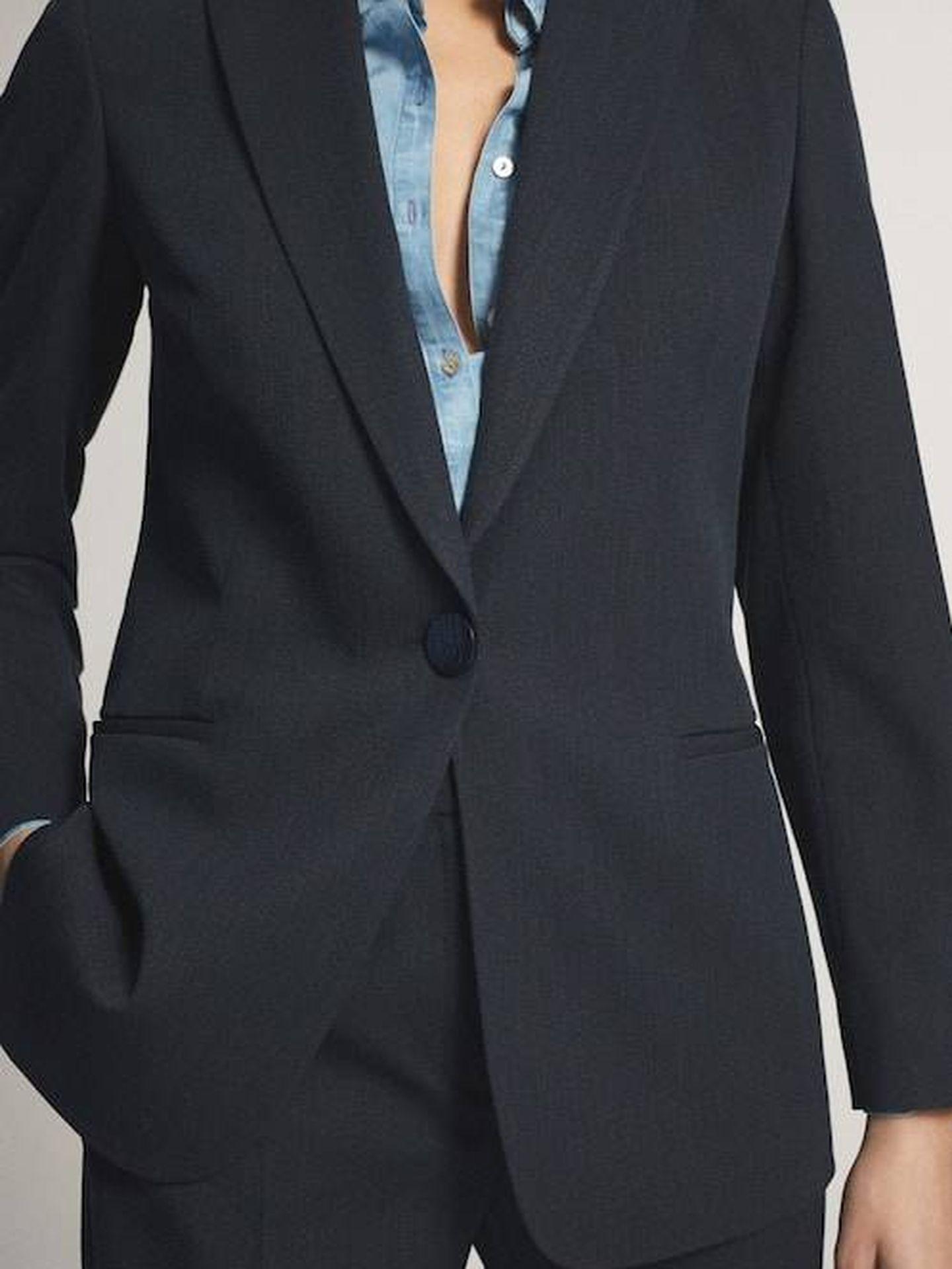 El traje de Massimo Dutti. (Cortesía)