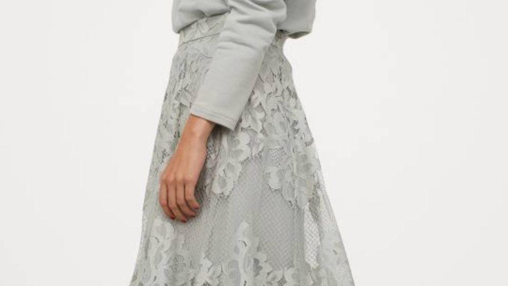 Vayas a una boda o a la oficina, esta falda de H&M será la solución