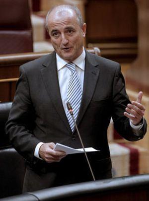 Sebastián reclama ahora ayuda a las renovables para reducir el déficit y calmar a las eléctricas