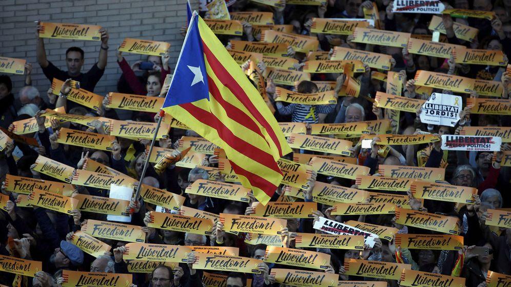 Foto: Una bandera estelada, durante una manifestación convocada en Barcelona. (EFE)