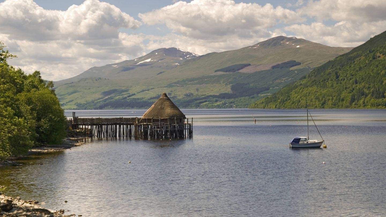 Crannog en Loch Tay. Fuente: iStock