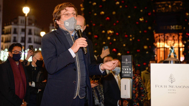 Almeida durante la inauguración de las luces navideñas del Hotel Four Seasons en Madrid. (Foto: Diego Puerta)