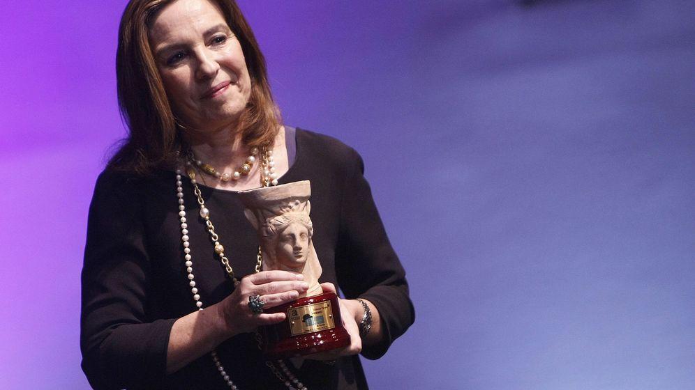 Foto: La escritora vallisoletana Reyes Calderón recibe el Premio Azorín. (EFE)