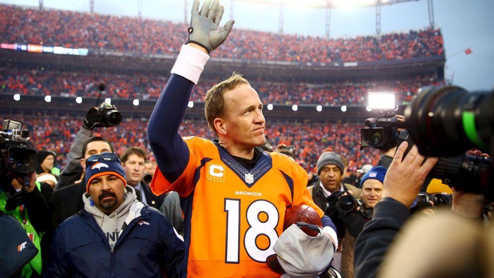 Foto: Peyton Manning saluda a la grada en la última Superbowl (Reuters).