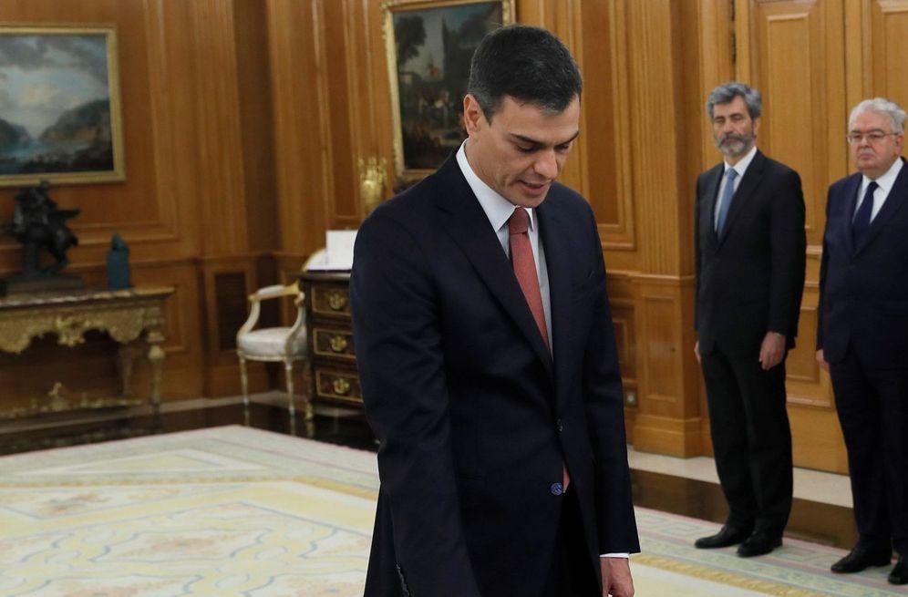 Foto: Pedro Sánchez promete su cargo de presidente del Gobierno ante el Rey, sin Biblia ni cruz, este 2 de junio en la Zarzuela. (EFE)