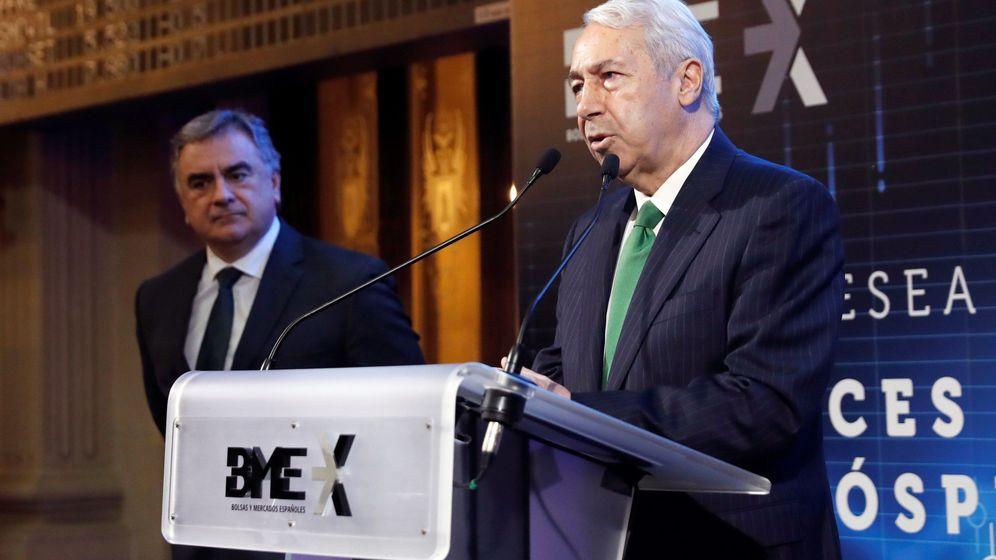 Foto: Antonio Zoido y Javier Hernani, presidente y consejero delegado de BME, en la Bolsa de Madrid. (Efe)
