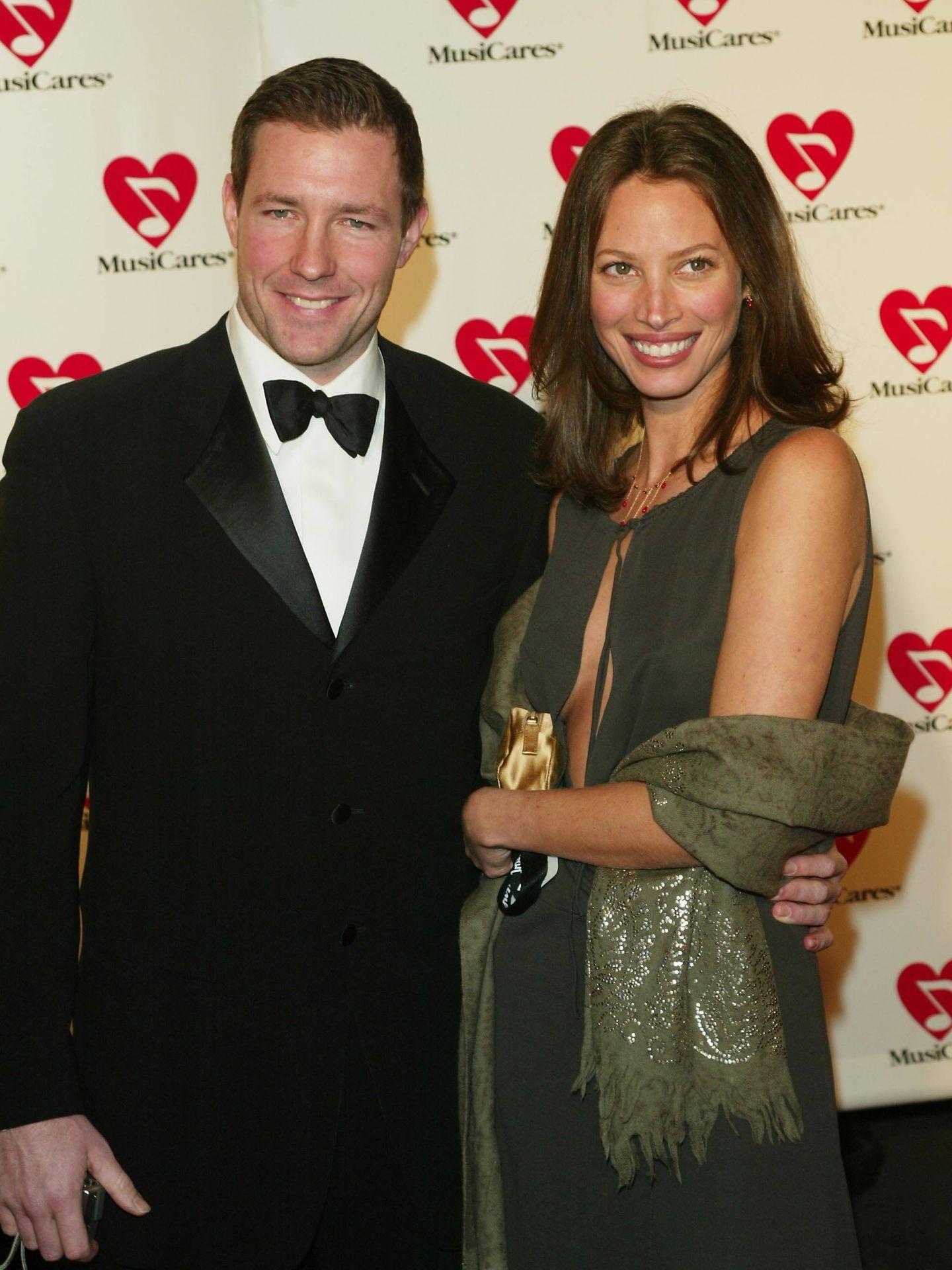 El actor y la modelo en 2003. (Getty)