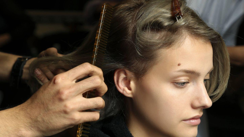 Desde el champú hasta el cepillado contribuyen en la salud de cabello y cuero cabelludo. (Imaxtree)