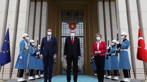 Von der Leyen y Michel escenifican en Ankara la mano tendida a Erdogan