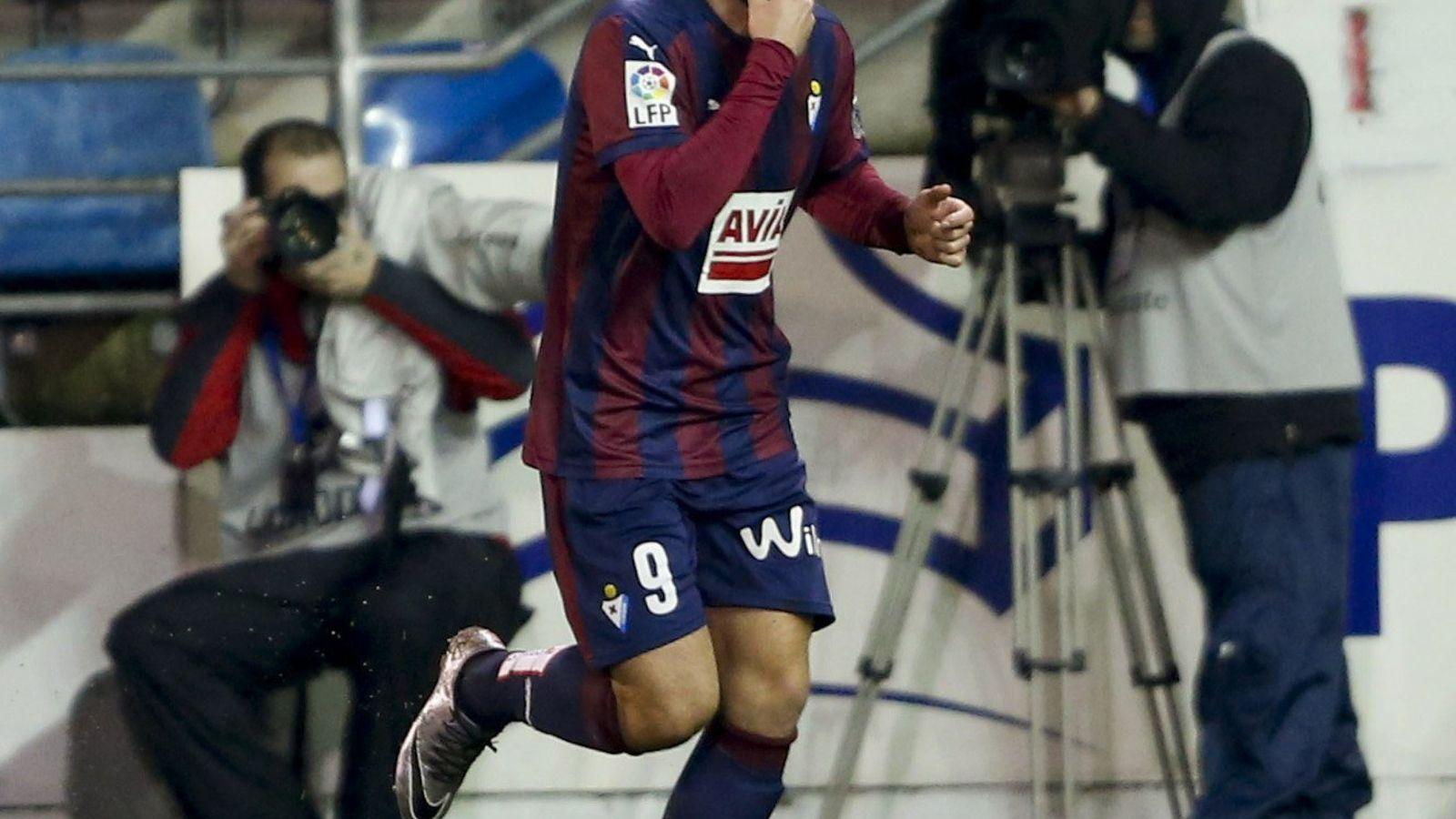 Foto: Enrich celebra un gol con el Eibar. (EFE)