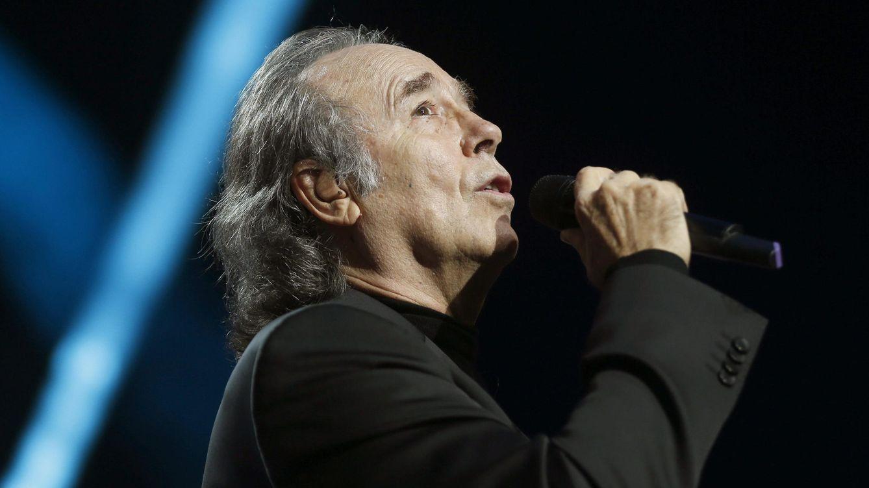 Foto: Joan Manuel Serrat durante una actuación (Efe)