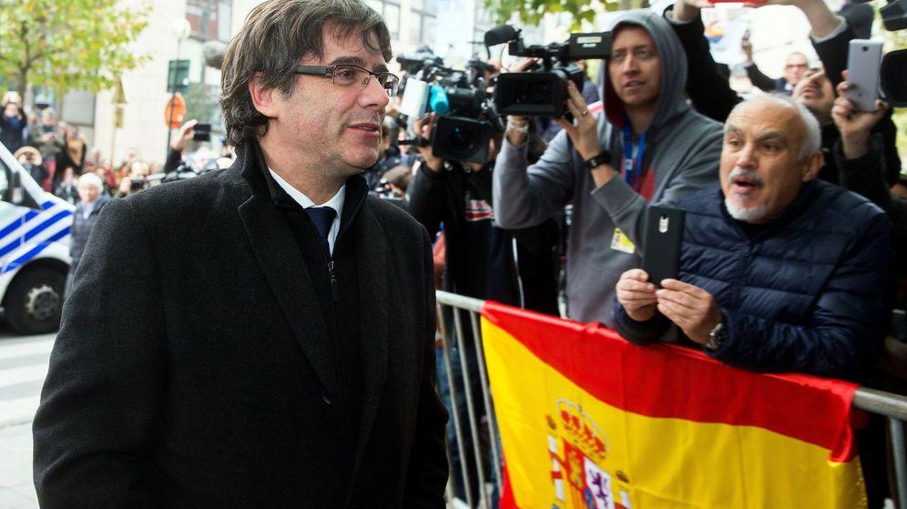Foto: Carles Puigdemont, a su llegada al club de la prensa en la ciudad de Bruselas. (EFE)