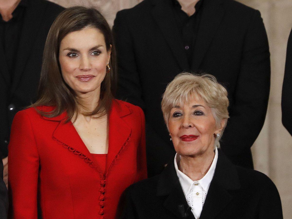 Foto: La reina Letizia y Concha Velasco, en 2017. (EFE)