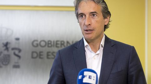 De la Serna anuncia que el dispositivo de la Guardia Civil en El Prat ya está en marcha