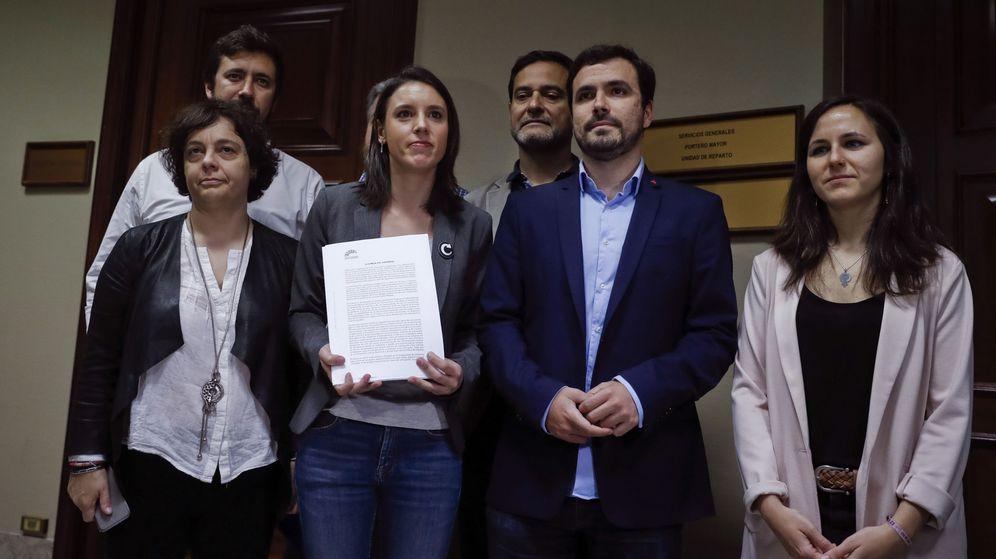 Foto: El grupo parlamentario de Unidos Podemos-En Comú Podem-En Marea presentan la moción de censura contra Rajoy. (EFE)