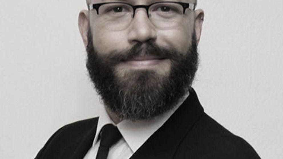 Antonio Costa, el cura que se convirtió en maquillador de Armani